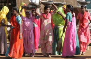 Inspiring photos - Asiam style - Colourful India - women in saris.jpg